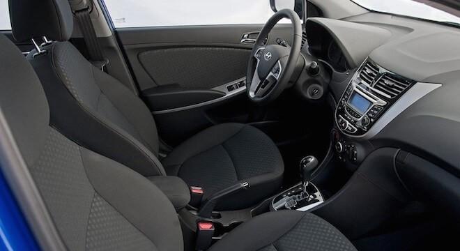 tính năng hiện đại trên hyundai i10 sedan bản thiếu